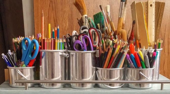 art-supplies-brushes-rulers-scissors-159644